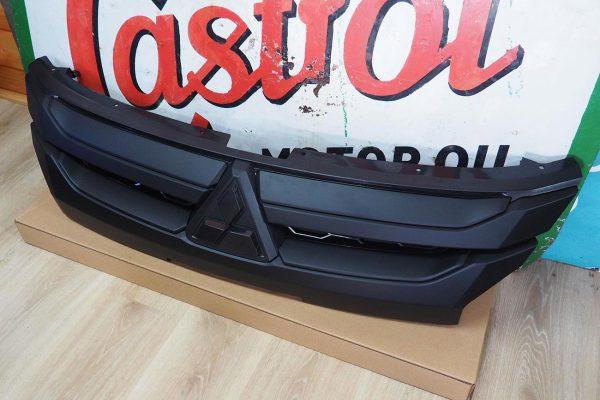 Mitsubishi L200 Series 6 - Black Grille Upgrade