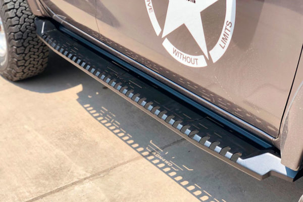 Mitsubishi L200 Black FALCON Side Steps Running Boards