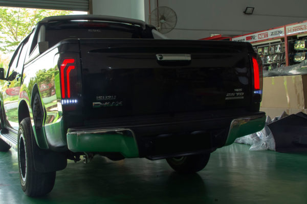 Isuzu Dmax LED Taillights Hawk V2