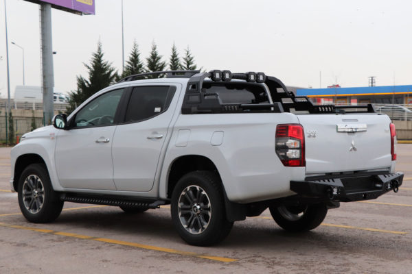 Mitsubishi L200 Combat Roll Bar with LED Light Pods
