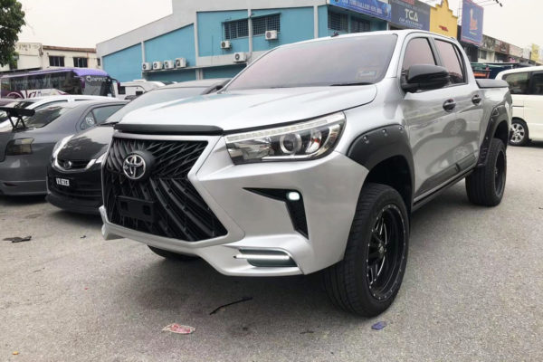 Toyota Hilux Full Body Kit Bumper and Grille Replacement