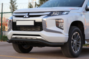 Mitsubishi L200 Series 5 Black Front Spoiler Bar