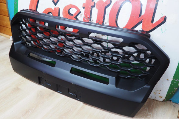 Ford Ranger Wildtrak T8 Gloss Grille Replacement with Inserts