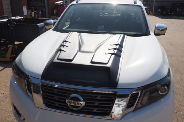 Nissan Navara NP300 Large Black Bonnet Scoop Durable Ridged
